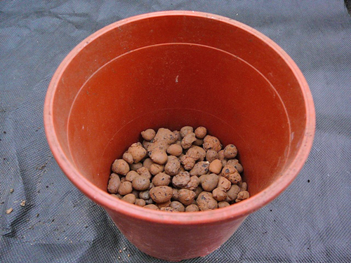 Слой керамзита должен составлять не менее 2-3 см